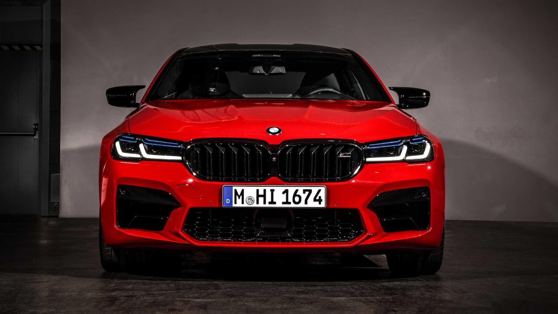BMW, Yeni M5'i resmi olarak tanıttı.