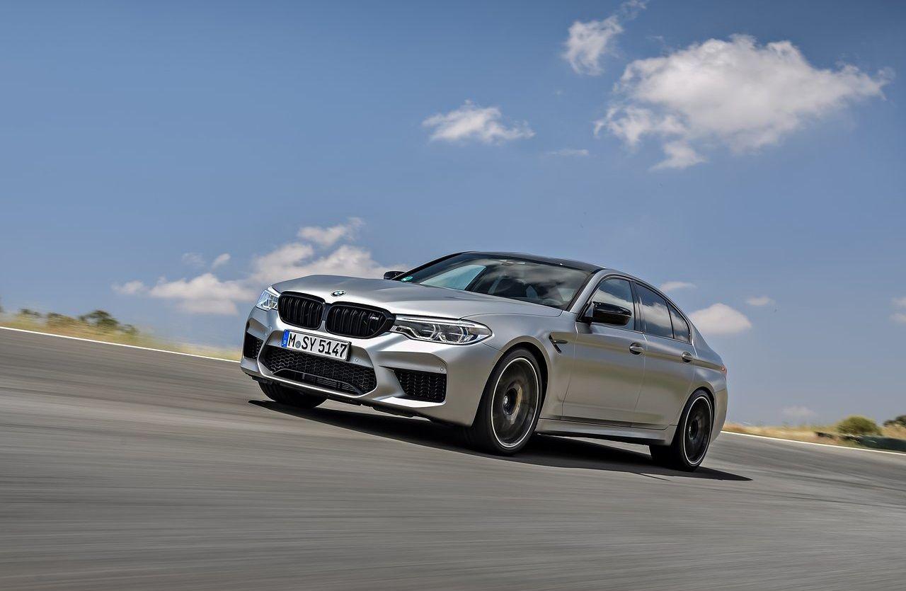 BMW, yeni nesil M5 için tam elektrikli bir versiyon düşünüyor.