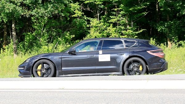 Porsche Taycan Cross Turismo, test edilirken yakalandı.