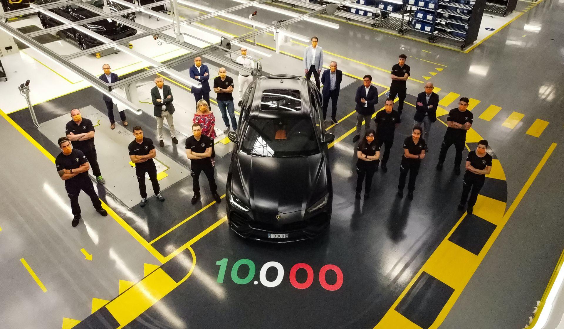 Lamborghini iki yılda 10.000 adet Urus üretmeyi başardı.