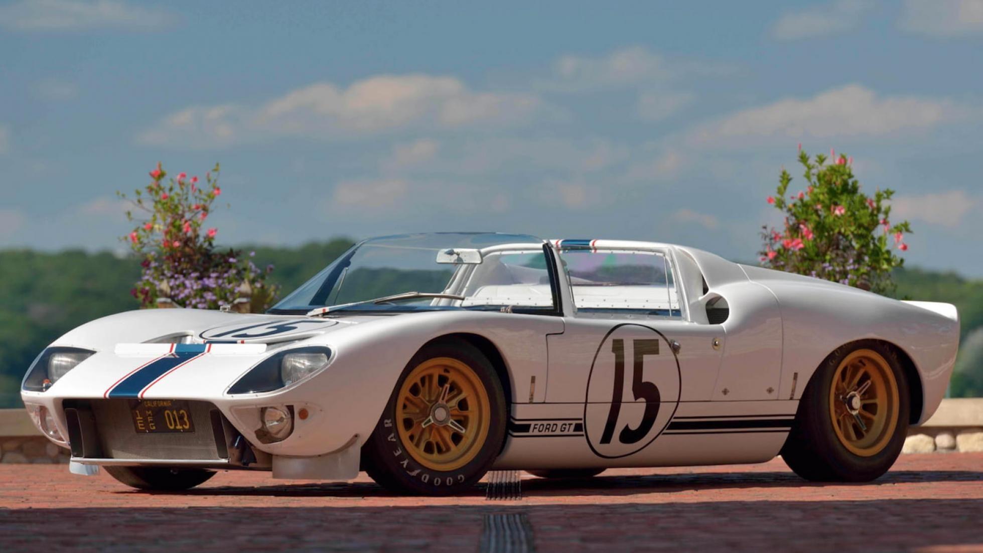 1965 Ford GT Competition Roadster satışa çıkıyor.