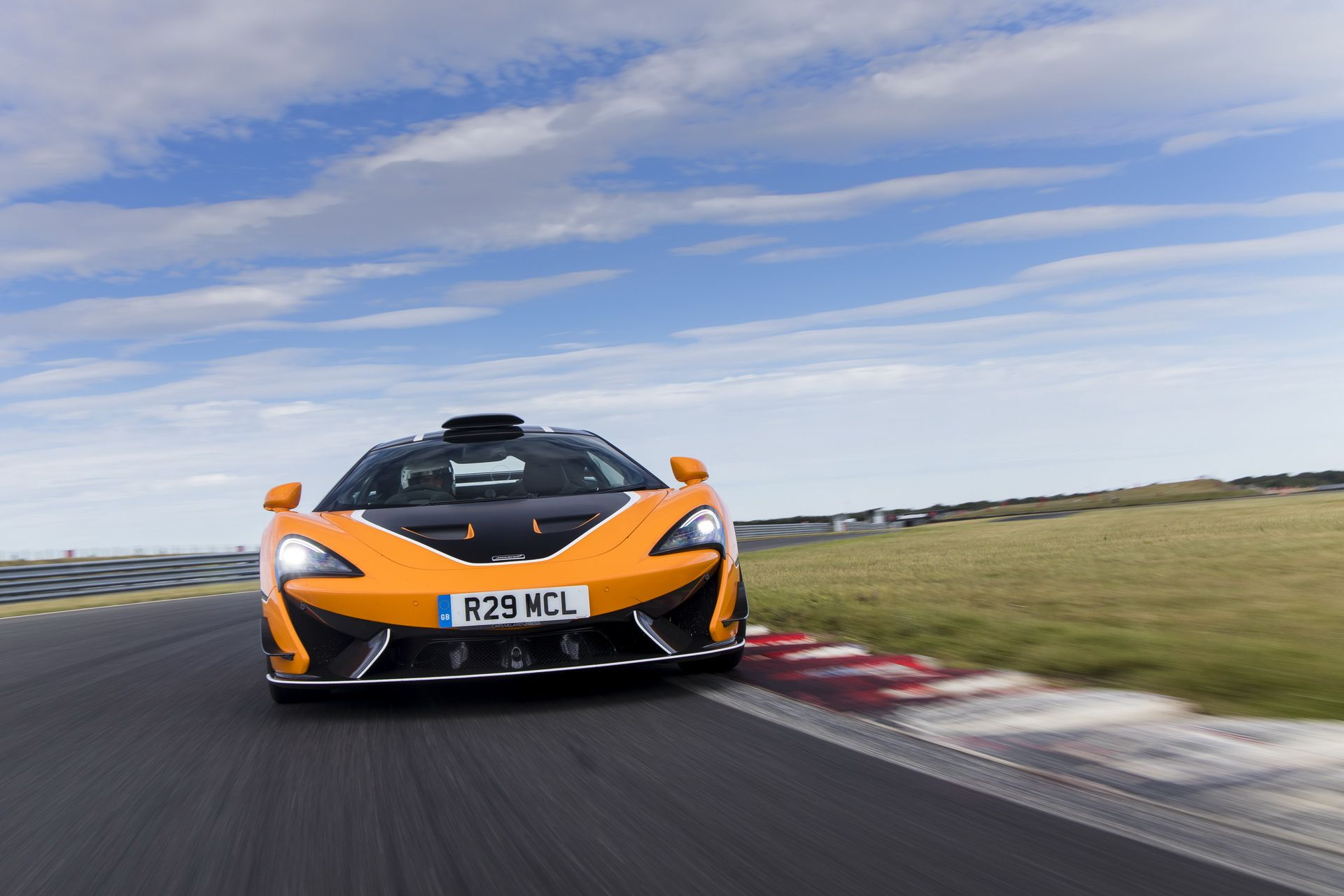 McLaren 620R MSO R tanıtıldı.
