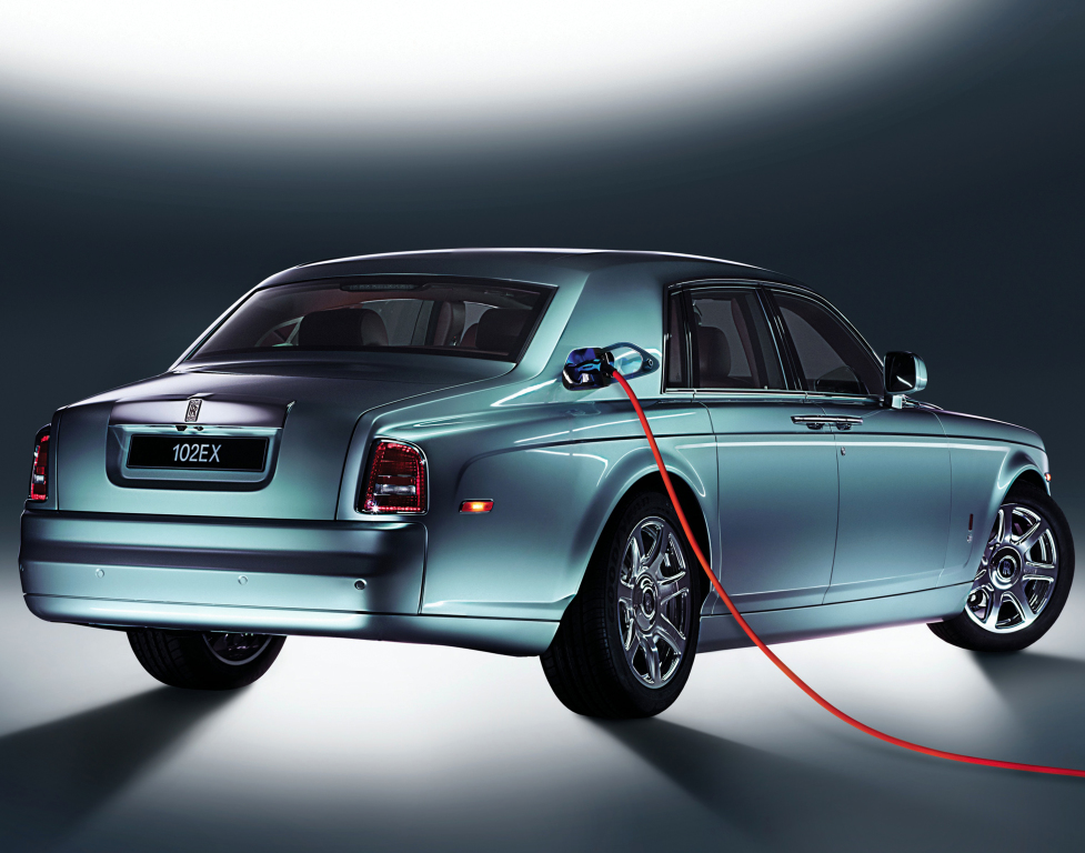 Rolls Royce elektriğe geçiş için tarih verdi
