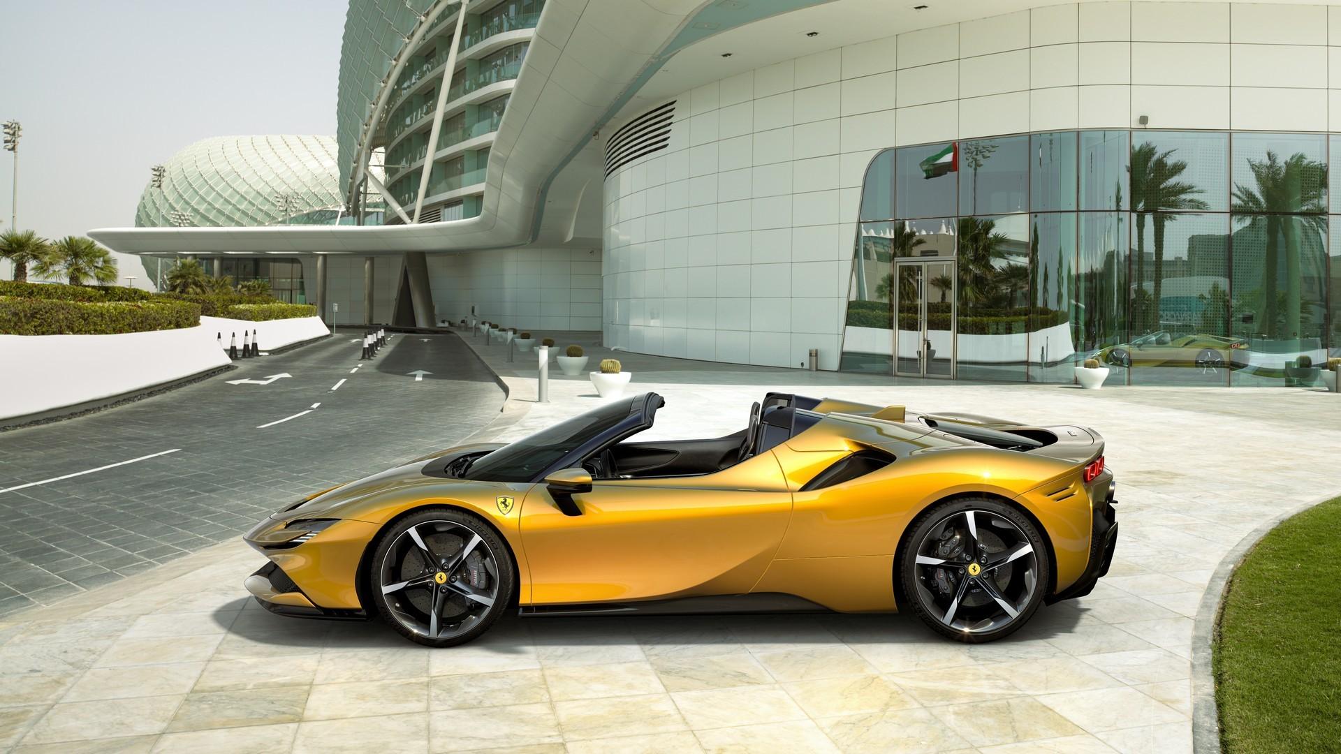 Ferrari, en güçlü üstsüzü SF90 Spider'ı tanıttı