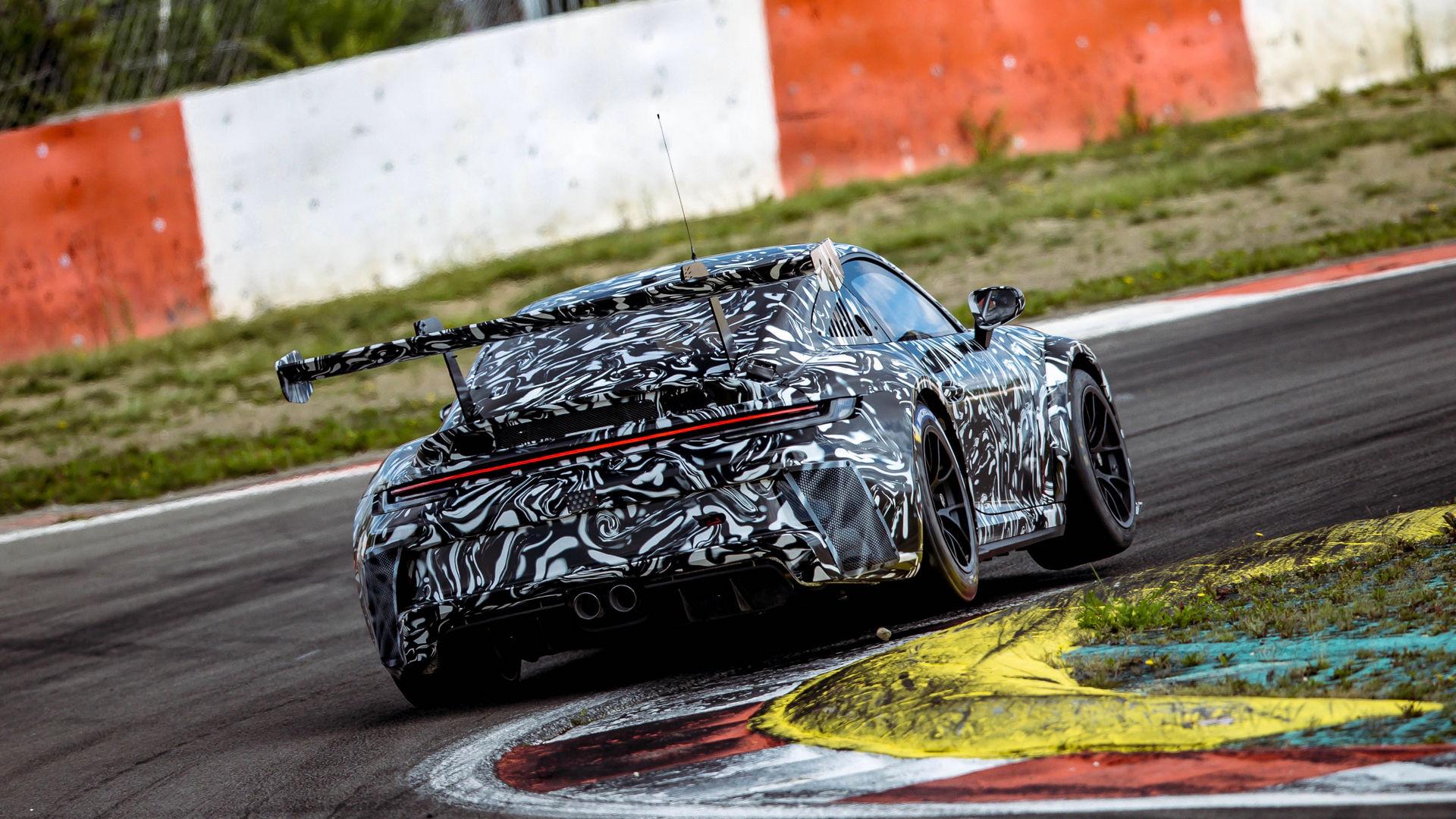 Porsche, 992'nin Cup versiyonun önizlemesini yaptı