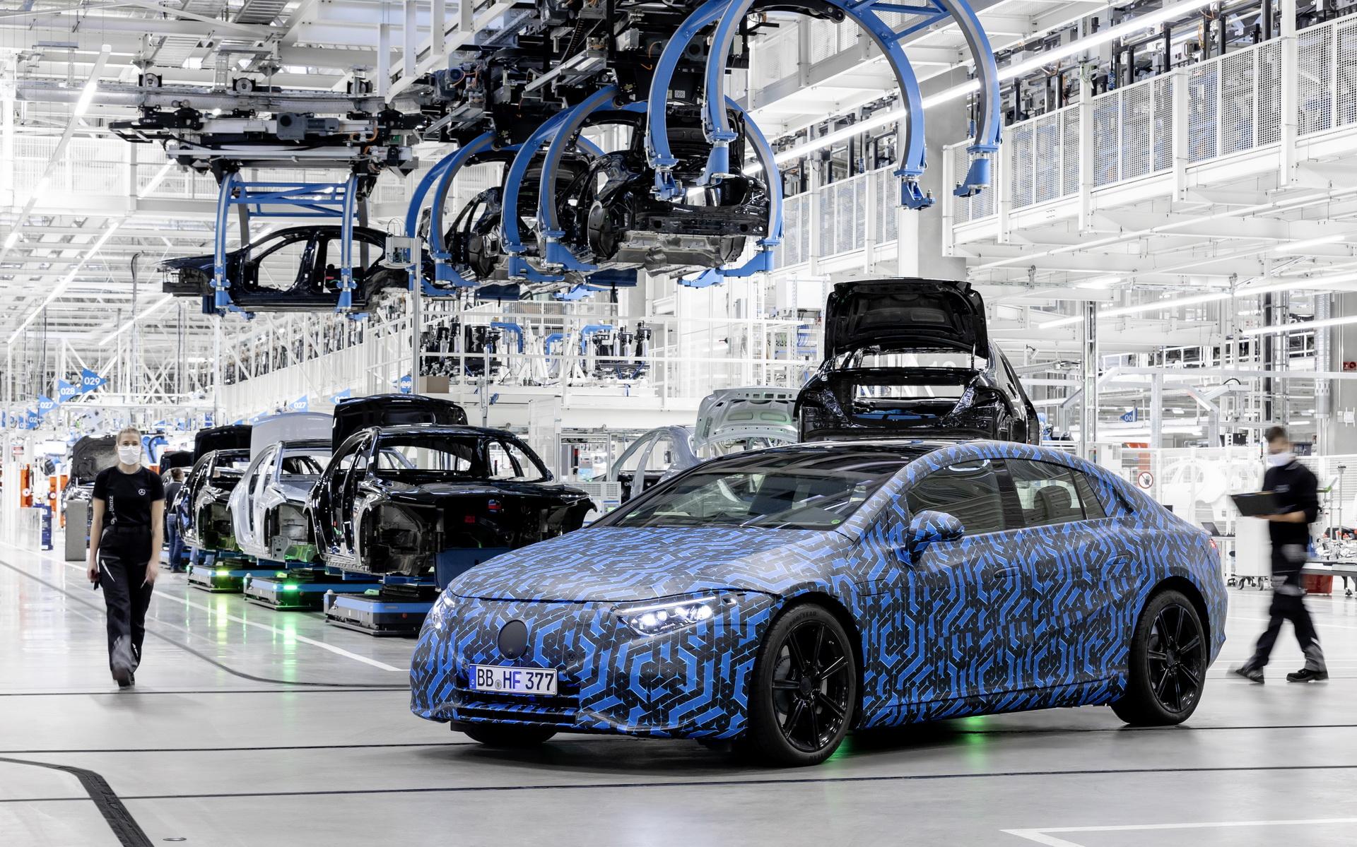 Mercedes, dünya çapında elektrikli araç üretimine hazır
