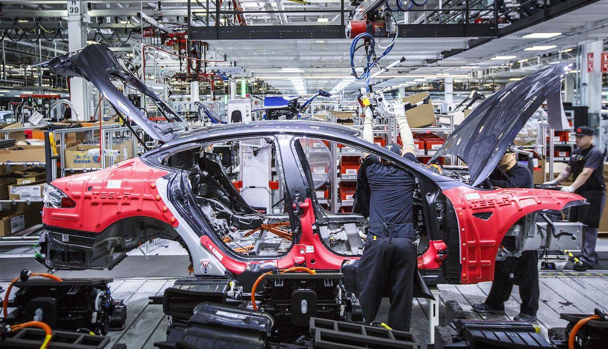 Tesla, Model S ve Model X üretimine ara veriyor