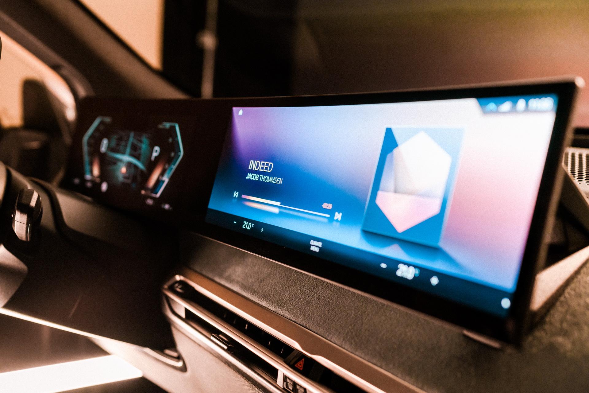 BMW, devrimci kabin içi teknolojisinin 20. yılını kutluyor