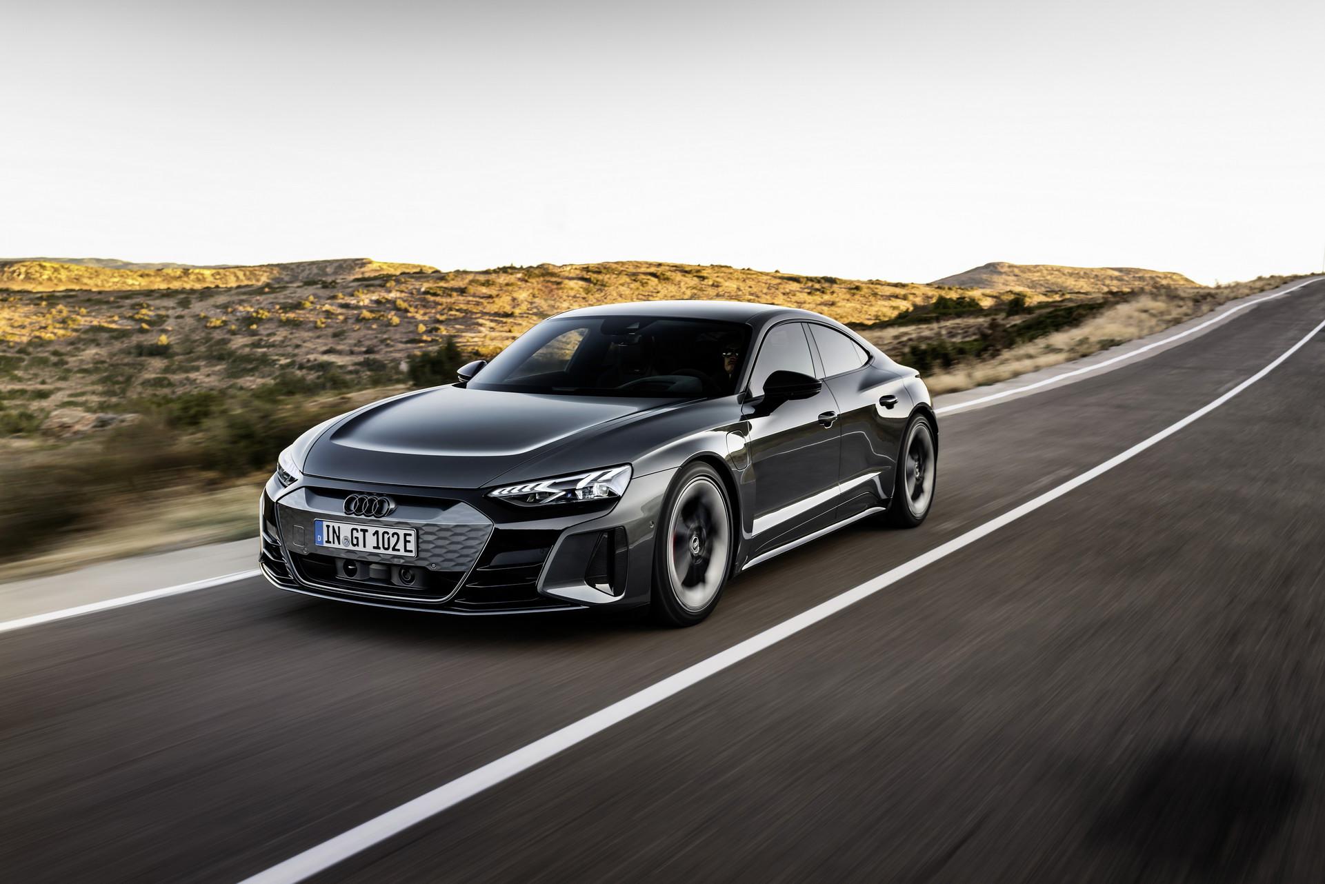 Merakla beklenen AUDI e-tron GT tanıtıldı