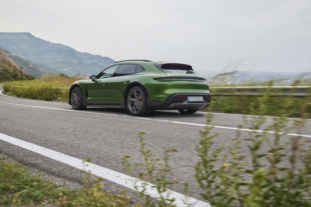 Porsche Taycan, Cross Turısmo ile boyut atladı