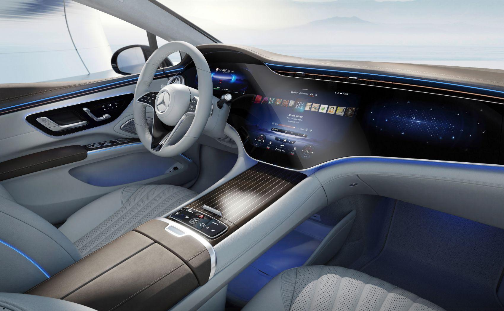 Mercedes, EQS'in kabinini halka açtı