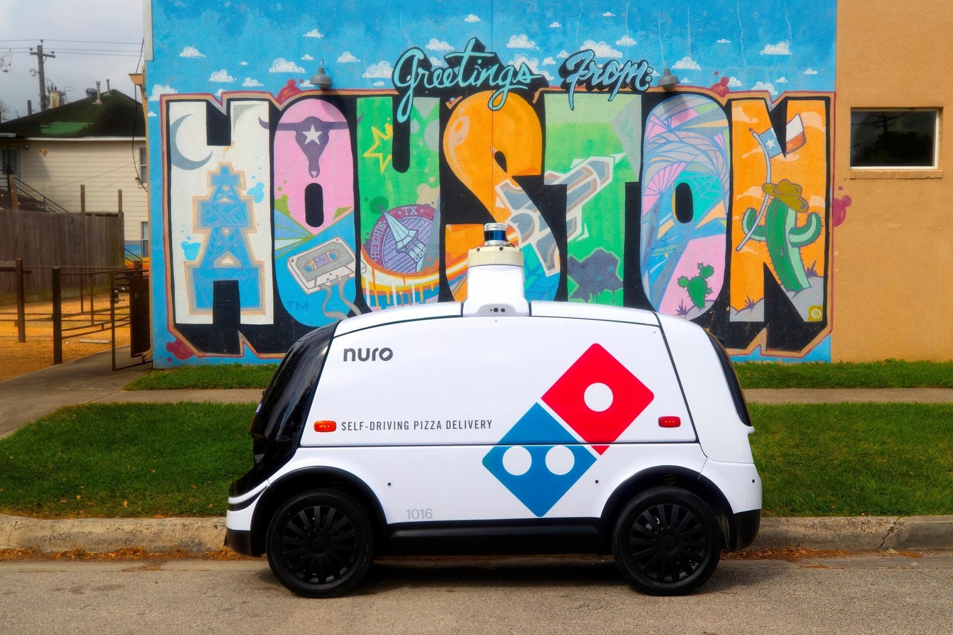 Domino's pizza dağıtımlarını otonom araçlara emanet etti