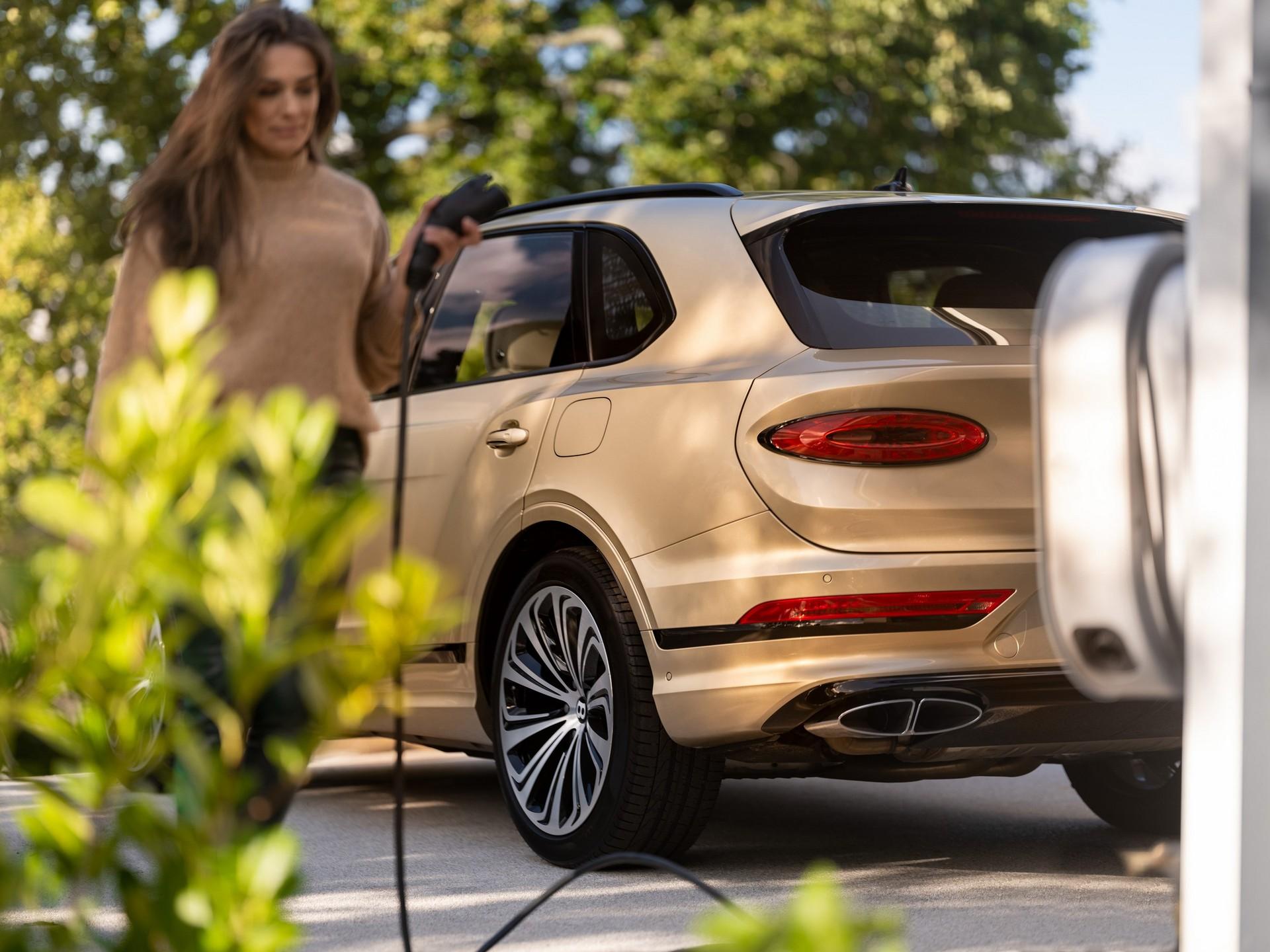 Bentley'in ilk elektrikli modeli crossover olacak