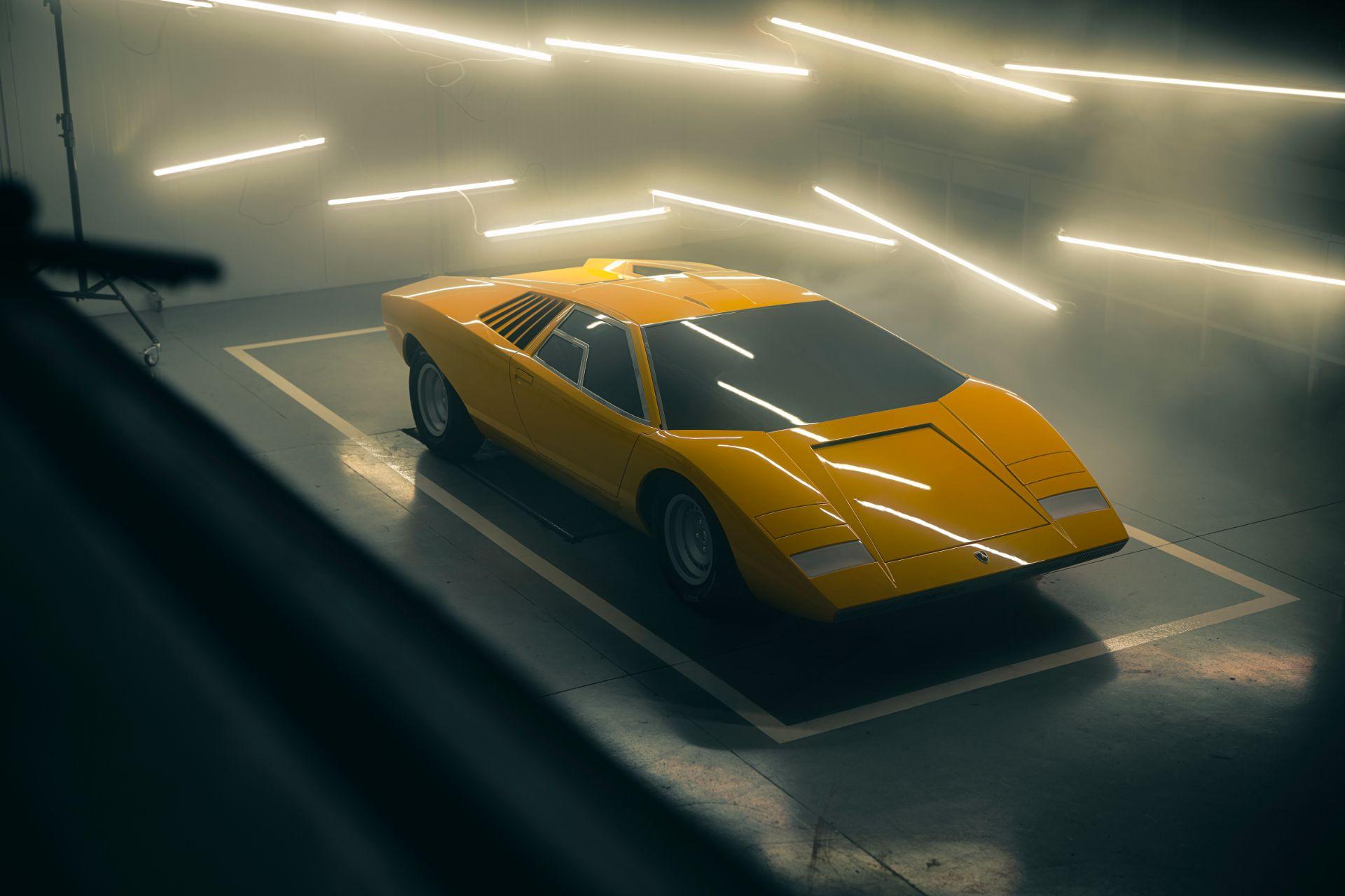 Lamborghini bir koleksiyoncu için sıfırdan bir 1971 Countach LP500 üretti